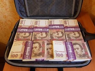 Сумка-дипломат с деньгами 100 гривень ( Муляж) Бутафорские деньги