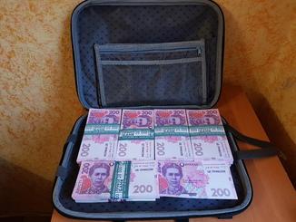 Сумка-дипломат с деньгами 200 гривень ( Муляж) Бутафорские деньги