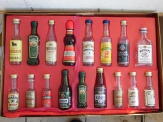 Набор пустых бутылочек от миниалкоголя 17 шт.
