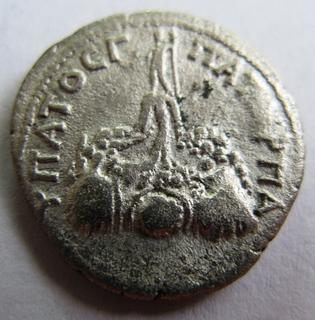Серебряная драхма Hadrian, Caesarea, 121 год н.э. мондовор - Cappadocia.