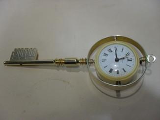 Часы - будильник сувенир - ключ