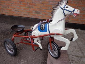 Лошадка (велосипед) педальная.