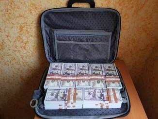 №2, Сумка-дипломат с деньгами 100 $ долларов ( Муляж) Бутафорские деньги
