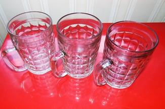 Три пивних кухлі, бокалы
