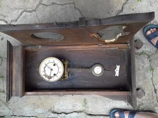 Продам настенные старинные часы. Механизм Kienzle. Часам более 100 лет