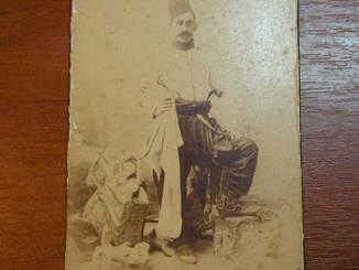 Турок с кинжалом и пистолем 1902г