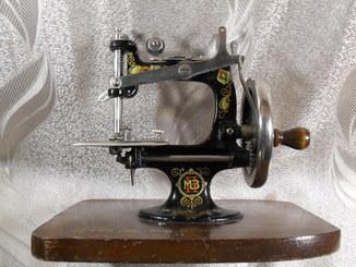 Швейная машинка ПМЗ 1935 - 1940 год.