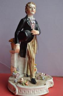 Статуэтка Джентльмен со шляпой, Каподимонте, Италия