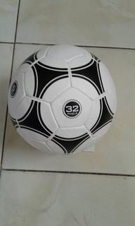 Футбольный мяч Ball