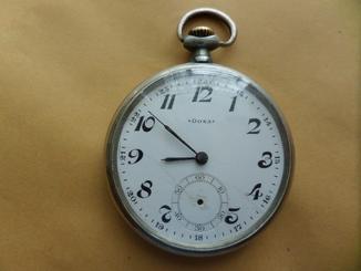 Часы DOXA