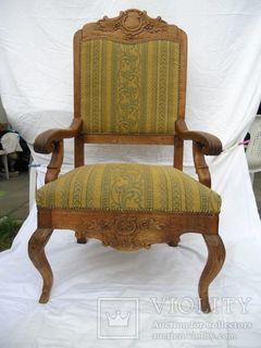 Дубове крісло ХІХ століття