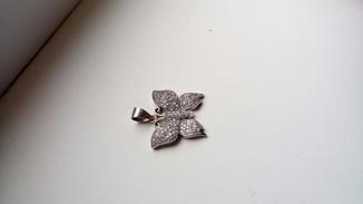 Метелик з камінням S925, а з іншої сторони герб України, вага 4,84 грм.