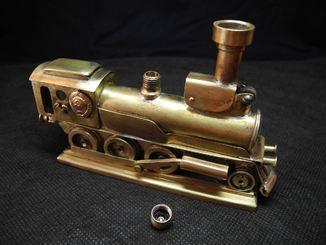Бензиновая зажигалка Паровоз из латунных гильз.