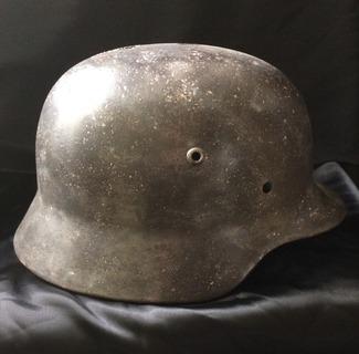 Немецкий стальной шлем.