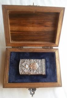 Серебреная зажигалка с золотым Георгием Победоносцем в футляре