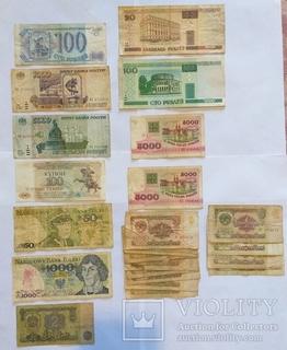 103 банкноты разных стран и годов выпуска.