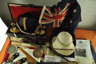 Комплект лейтенанта флота  James Main награжденого  крестом  за выдающиеся заслуги.