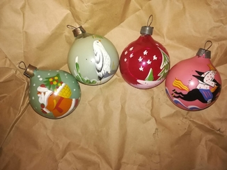 4 расписных шарика на ёлку