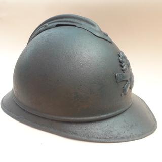 Каска Адриана 1915 года, Франция, кокарда французской артиллерии