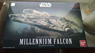 Bandai сборная модель Millenium Falcon