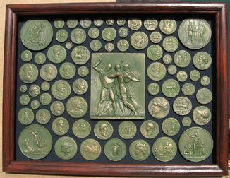 Античные сюжеты в нумизматике. Копии, со стеклом, 41х31см.