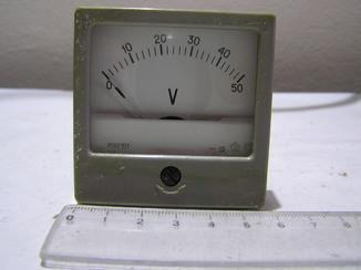 Вольтметр 0-50 вольт.