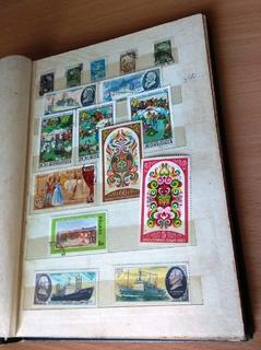 Альбом с марками СССР, соц. лагеря, стран мира 255 шт