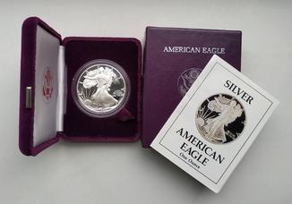 США 1 долар 1988 р. Срібло. PROOF, BOX. Крокуюча Свобода.