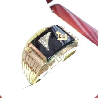 Мужское золотое кольцо с масонской символикой и бриллиантом