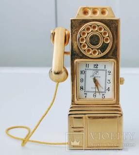 Годинник в формі телефону