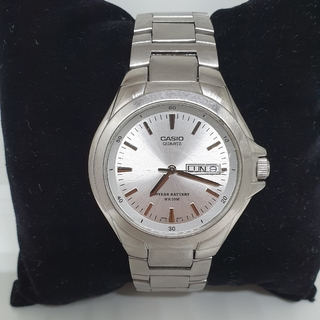 Casio quartz WR 50m. Original.