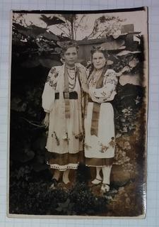 Девушки в украинских нарядах, 1939-й год