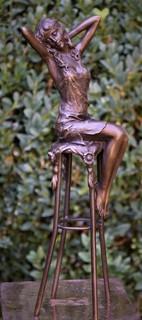 Красивая девушка на барном стуле Эротика Pierre Collinet