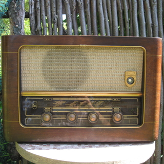 Ламповый винтажный приёмник Radiomarelli 1940-50 года.