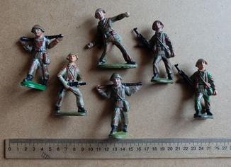 Солдатики резиновые NVA - DDR 2.
