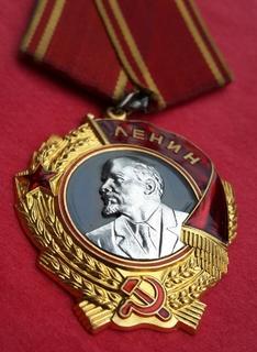 Орден Ленина №423538 с документом,на нач. военного завода (Ларьков Г.И.)