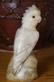 Статуетка з природного каменю.