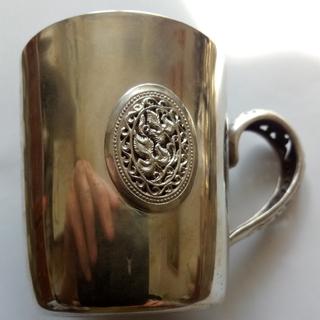 Чашка с емалями ''Карвен''. серебро *925, 107.7 грамм