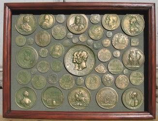 Самые большие  монеты Российской империи. Копии, со стеклом 41х31 см.