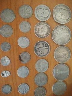 23 срібні монети + вітрина.