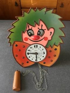 Часы настенные  Маяк, не рабочие.