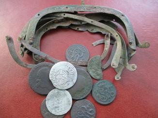 Маленький кошель монет