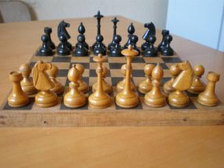 Старые шахматы с утяжелителями 1951 год.
