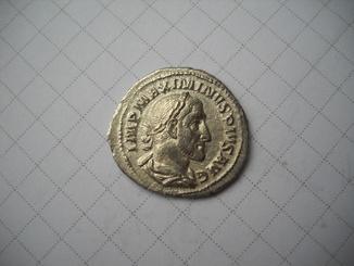 Денарий Максимин
