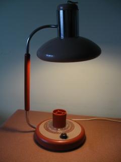 Стильна  настольна лампа ( робоча )
