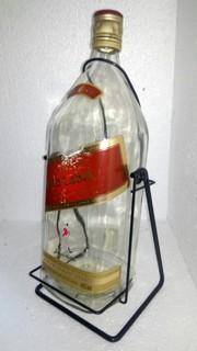 Бутылка 4,5 л Red Label с качелями.