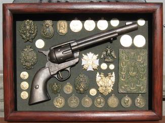 Револьвер династии Романовых. Копии, со стеклом, 38х28см.