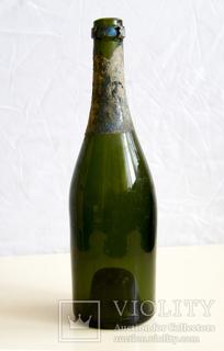Бутылка из под шампанского нач. 20 в. с остатками фольги.