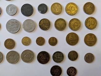 65 монет разных стран и  периодов