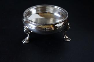 Солонка. Серебро. 1769 год. Англия.